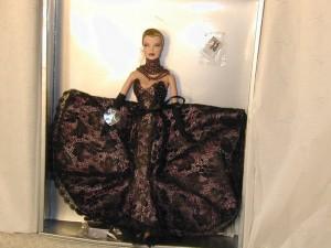 "Wu ""Mauve Absolut"" Fashion Royalty Doll"
